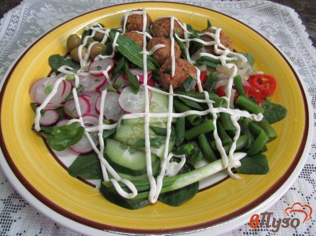 фото рецепта: Овощной салат с фрикадельками