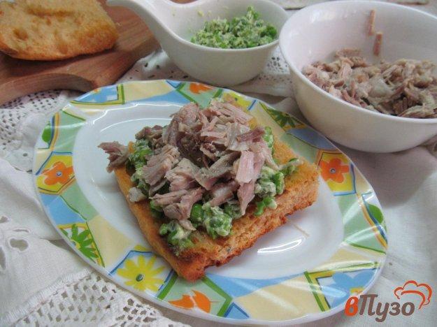 фото рецепта: Сэндвич из свинины с горошком и васаби
