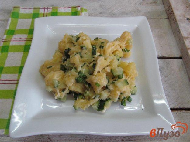 фото рецепта: Картофельный салат с сыром и огурцом