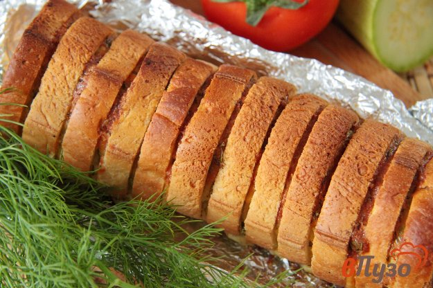 фото рецепта: Хлеб, запеченный с сыром и зеленью