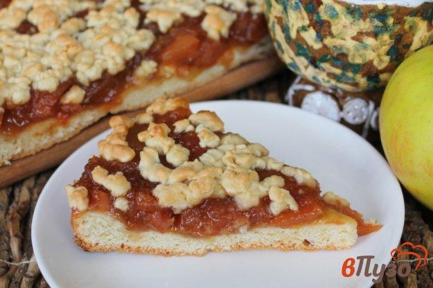 фото рецепта: Тертый пирог с повидлом из груш и яблок