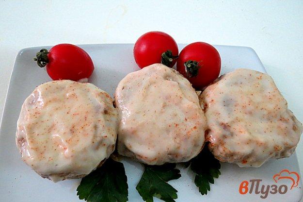 фото рецепта: Свиные котлеты в духовке со сметаной