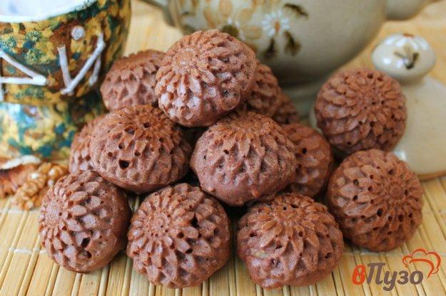 фото рецепта: Шоколадные маффины с вяленой вишней и орехами