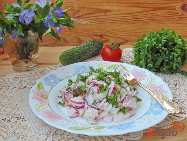 фото рецепта: Салат с помидором и красным луком