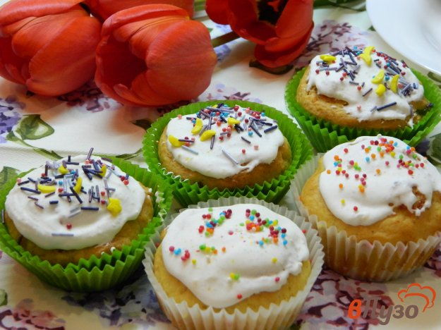 фото рецепта: Дрожжевые кексы с цукатами