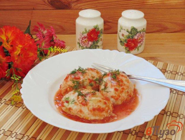 фото рецепта: Куриные котлеты с молодой капустой в соусе