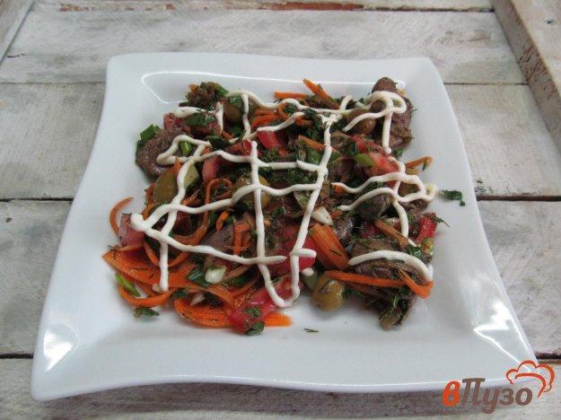 фото рецепта: Салат из куриной печени с помидором и морковью