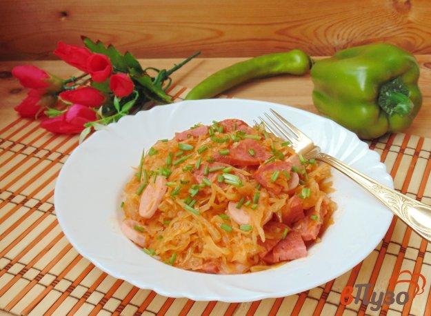 фото рецепта: Тушеная капуста с сосисками и салями