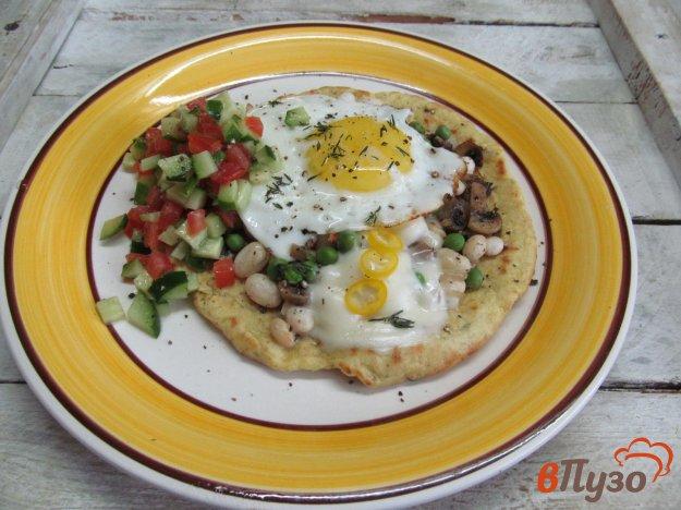 фото рецепта: Лепешка с начинкой яйцом и сальсой