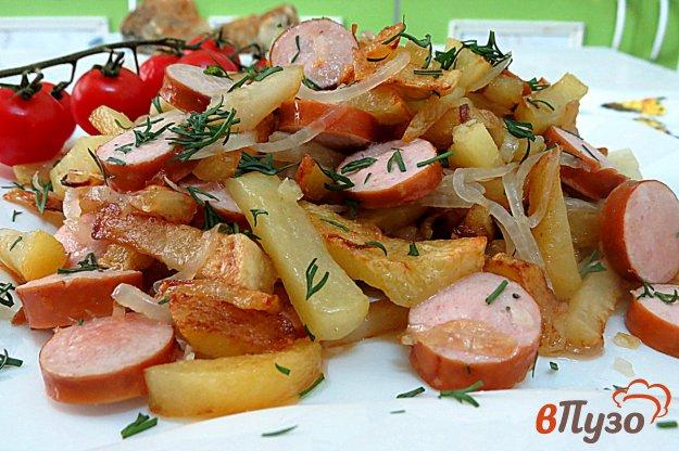 фото рецепта: Картофель жареный с сосисками, луком и чесноком
