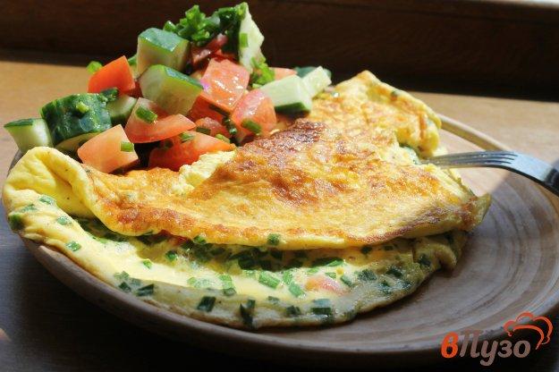 фото рецепта: Омлет на молоке с зеленым луком и помидорами