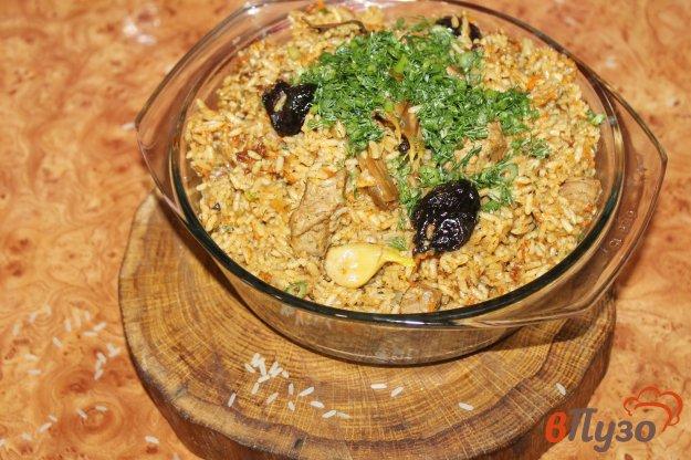 фото рецепта: Плов в мультиварке с телятиной и черносливом