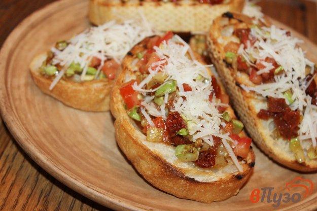 фото рецепта: Чиабатта с вялеными помидорами и кабачком