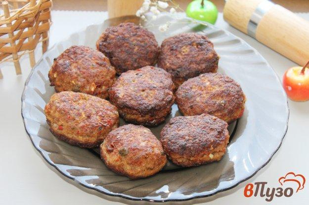 фото рецепта: Котлеты с зеленью и сладким красным перцем