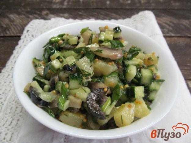 фото рецепта: Салат из картофеля с оливками и грибами