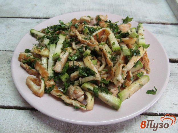 фото рецепта: Салат из кабачка с яичными блинами