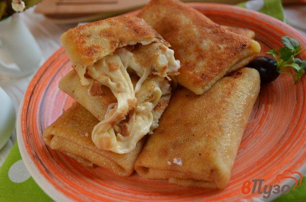 фото рецепта: Блинчики, фаршированные сыром и соусом