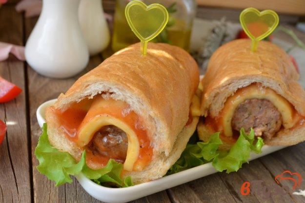 фото рецепта: Бургер с сыром и фрикадельками