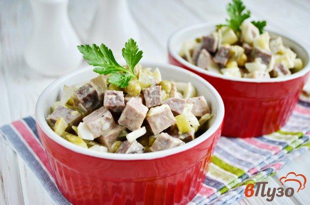 фото рецепта: Салат с языком и солеными огурцами