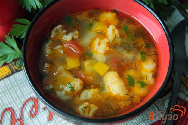 фото рецепта: Суп овощной с цветной капустой на курином бульоне