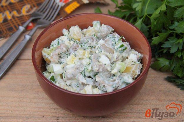 фото рецепта: Салат из соленых груздей с картофелем, огурцом и яйцами
