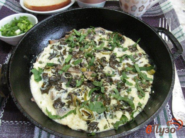 фото рецепта: Омлет с грибами и шпинатом
