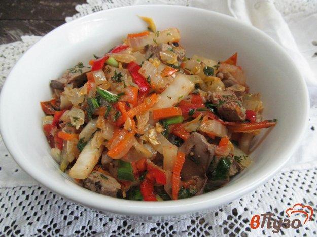 фото рецепта: Пекинская капуста с овощами куриной печенью