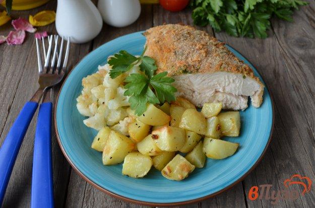 фото рецепта: Куриное филе в сырной панировке с овощами