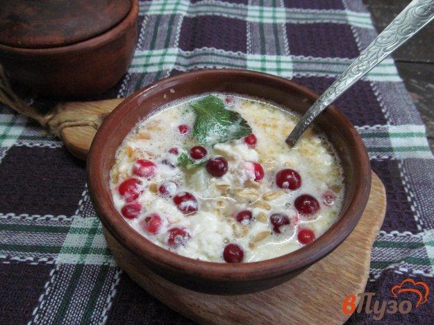 фото рецепта: Овсянка с творогом и ягодами на завтрак