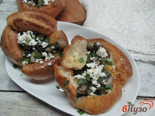 фото рецепта: Йоркширский пудинг с грибной начинкой и сыром фета