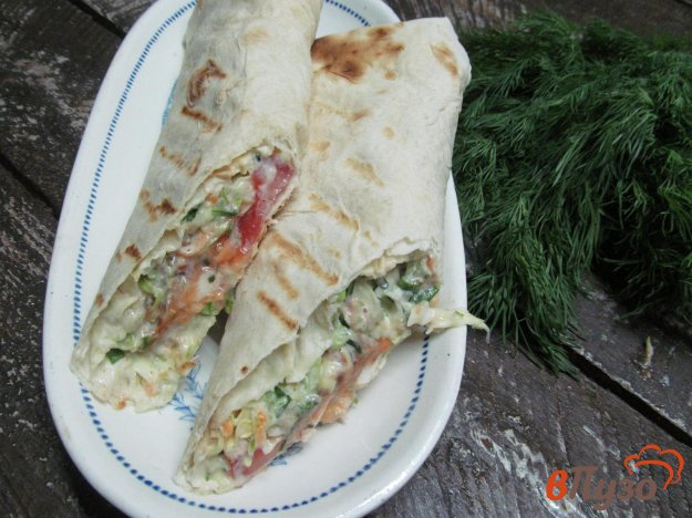 фото рецепта: Армянский лаваш с начинкой из курицы и салата