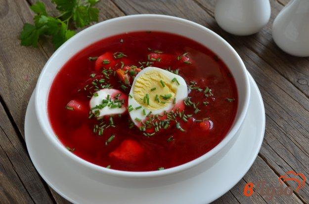 фото рецепта: Свекольный суп с курицей и яйцом
