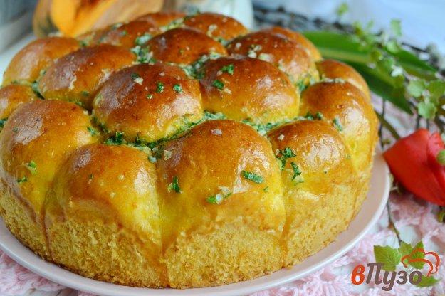 фото рецепта: Тыквенные булочки с чесноком и петрушкой