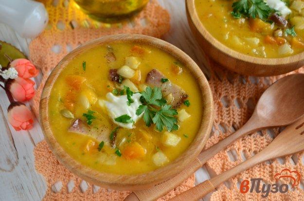 фото рецепта: Тыквенный суп с яблоками и беконом