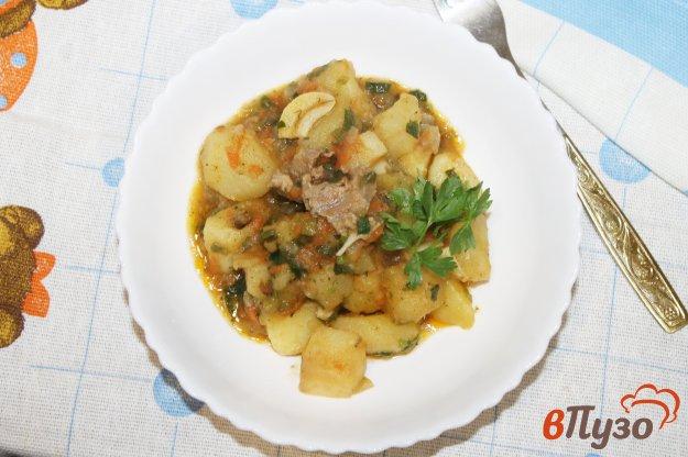 фото рецепта: Тушеный картофель с телятиной и шпинатом