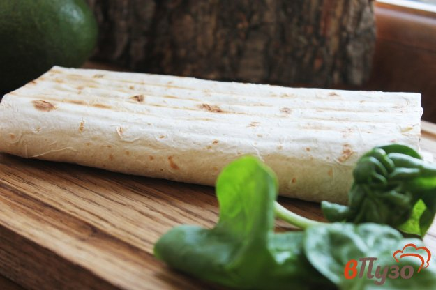 фото рецепта: ПП лаваш с творогом, твердым сыром и шпинатом