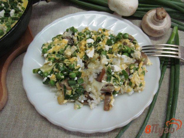 фото рецепта: Фриттата - омлет с рисом кабачком и грибами