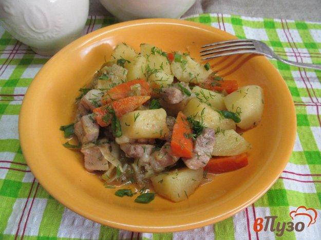 фото рецепта: Тушеный картофель с кабачком и свининой