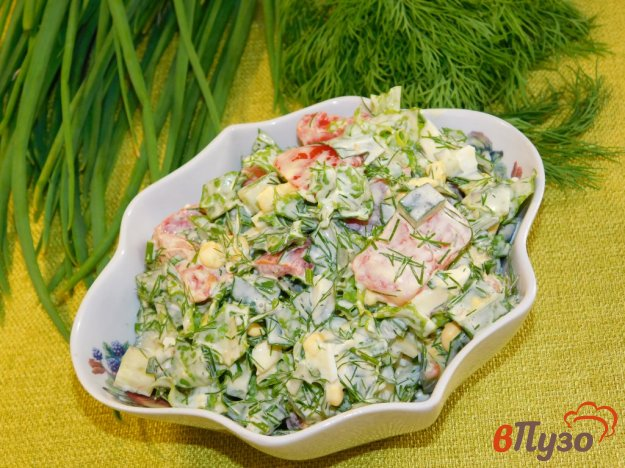фото рецепта: Салат с помидорами, кукурузой и зеленью
