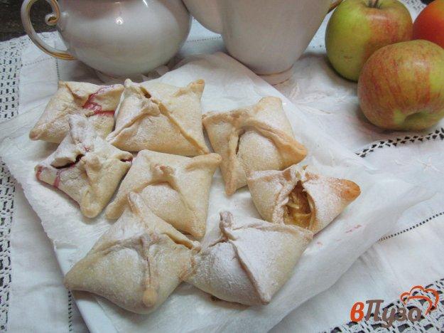 фото рецепта: Пирожки с яблоком из сырного теста