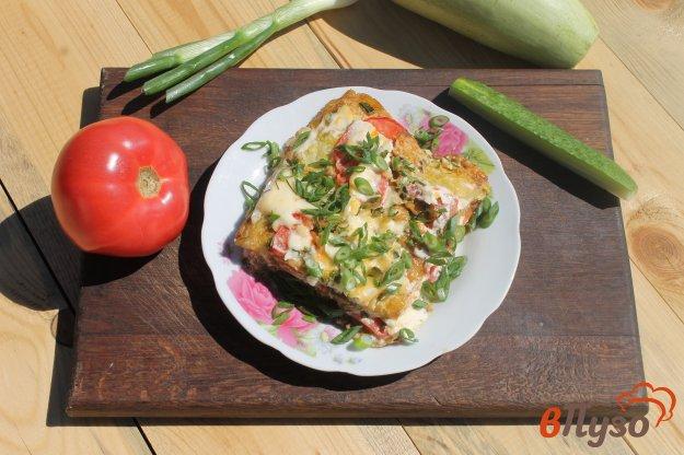 фото рецепта: Кабачки в кляре запеченные с помидорами и сыром