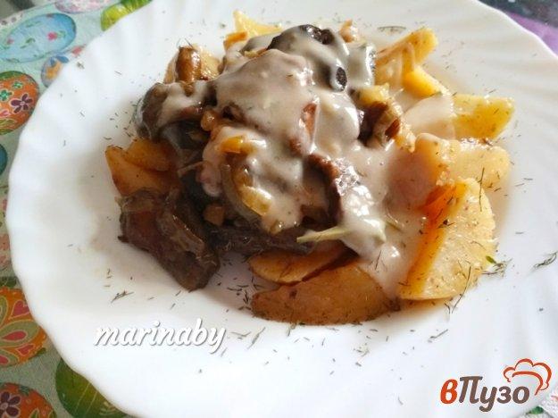 фото рецепта: Жаренные маслята с картофелем и соусом