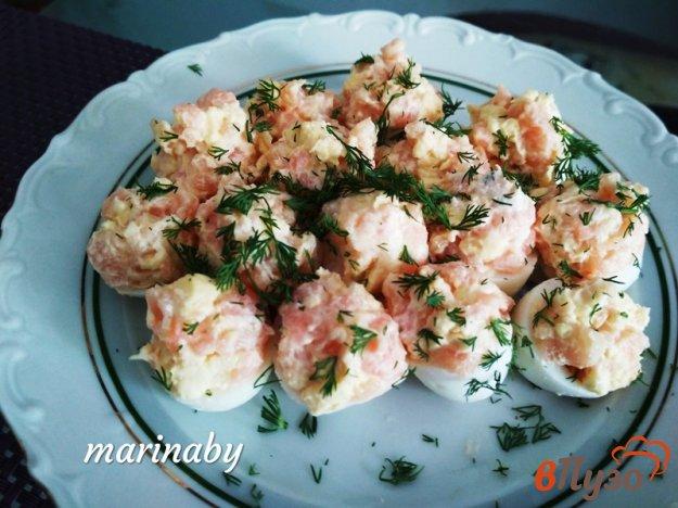 фото рецепта: Закуска из фаршированных перепелиных яиц и лосося