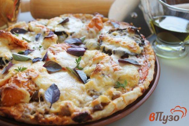 фото рецепта: Пицца с баклажанами, перцем и свининой