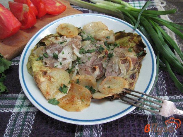 фото рецепта: Свинина с картофелем в капустных листах