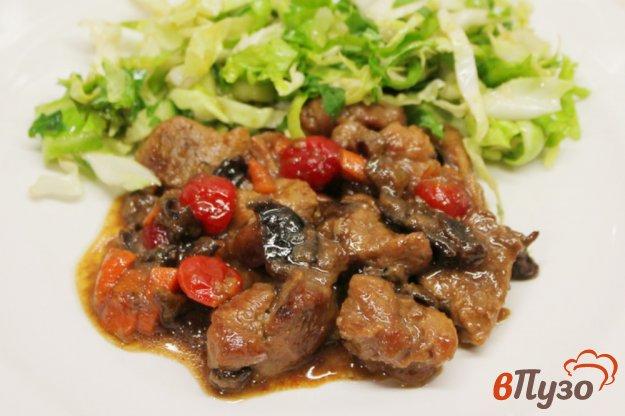 фото рецепта: Свинина с черносливом и вяленой вишней