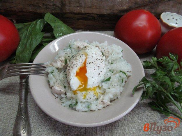 фото рецепта: Рис с куриным филе и яйцом пашот