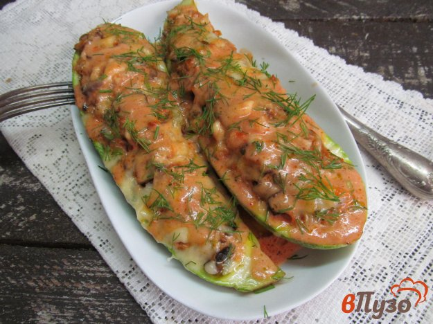 фото рецепта: Кабачковые лодочки с начинкой из грибов с рисом