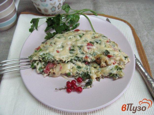 фото рецепта: Омлет с помидором и зеленым горошком