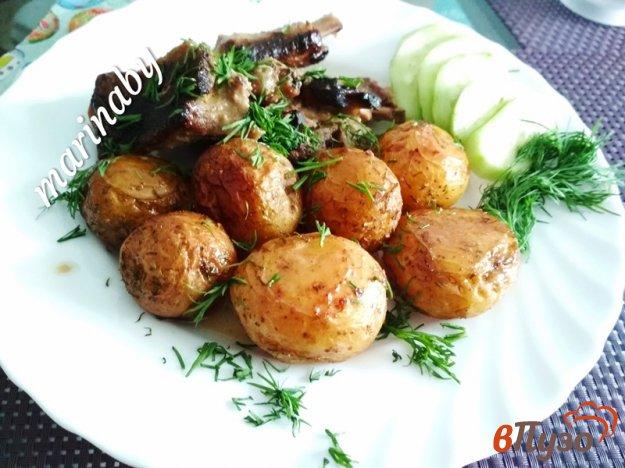 фото рецепта: Запеченный молодой картофель